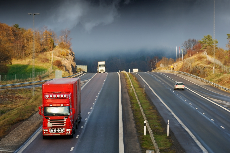 red-truck-on-freeway-elevated-view_HFZuJO04o.jpg